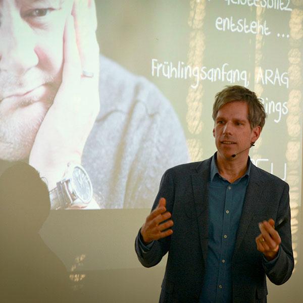 Vortrag Geistesblitz Es kommt anders, wenn man denkt Jørn Rings Keynote NEU Innovation Ideenkultur Creative Space Workshopräume Ideenmanagement