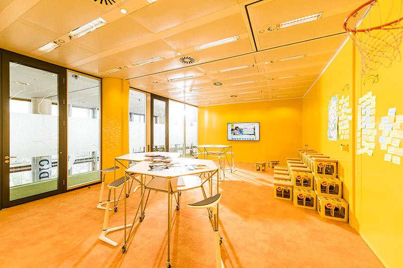 ARAG Versicherung Neue Arbeitswelt NEU Innovation Ideenkultur Kulturwandel Kollaboration Creative Space agiles Arbeiten teamfördernd Beispiel