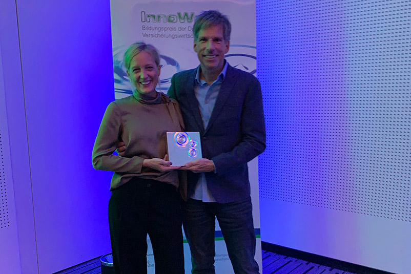 Inno Ward ARAG Versicherung Bildungspreis Versicherungswirtschaft Sabine Rings Jörn Rings Auszeichnung Preisträger New Work Ideenkultur Team NEU