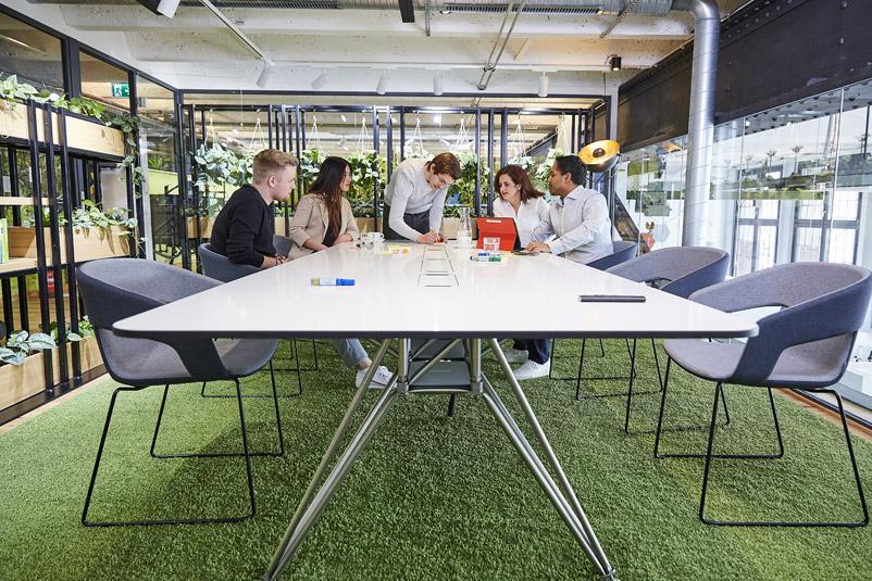 Zentis Beispiel Innovation-Space agiler Arbeitsraum Creative -Space Raum für Veränderung Fruchtcampus Moderne Arbeitswelt New Work Besprechungsraum
