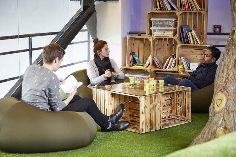 Zentis Beispiel Innovation-Space agiler Arbeitsraum Creative -Space Raum für Veränderung Fruchtcampus Moderne Arbeitswelt New Work AdHoc-Besprechung